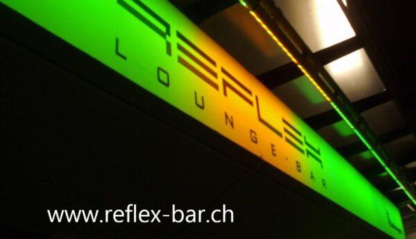 Die Reflex Bar lädt in stimmungsvollem Ambiente nach dem Kinobesuch zu einem Drink ein.